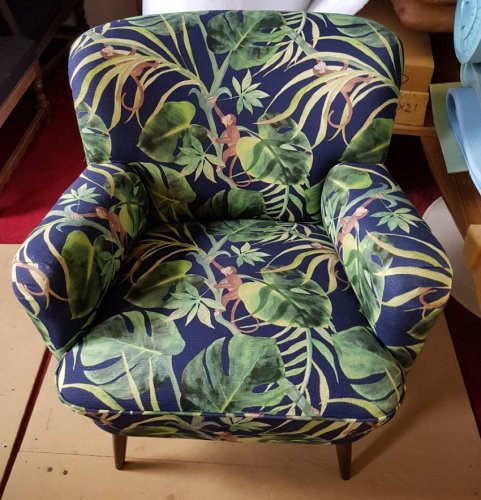 Jungle print chair