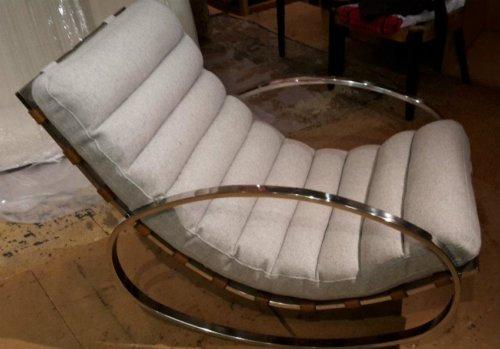 Circle armrest chair